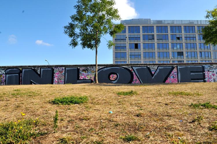 Berlin street art East Side Gallery Graffiti