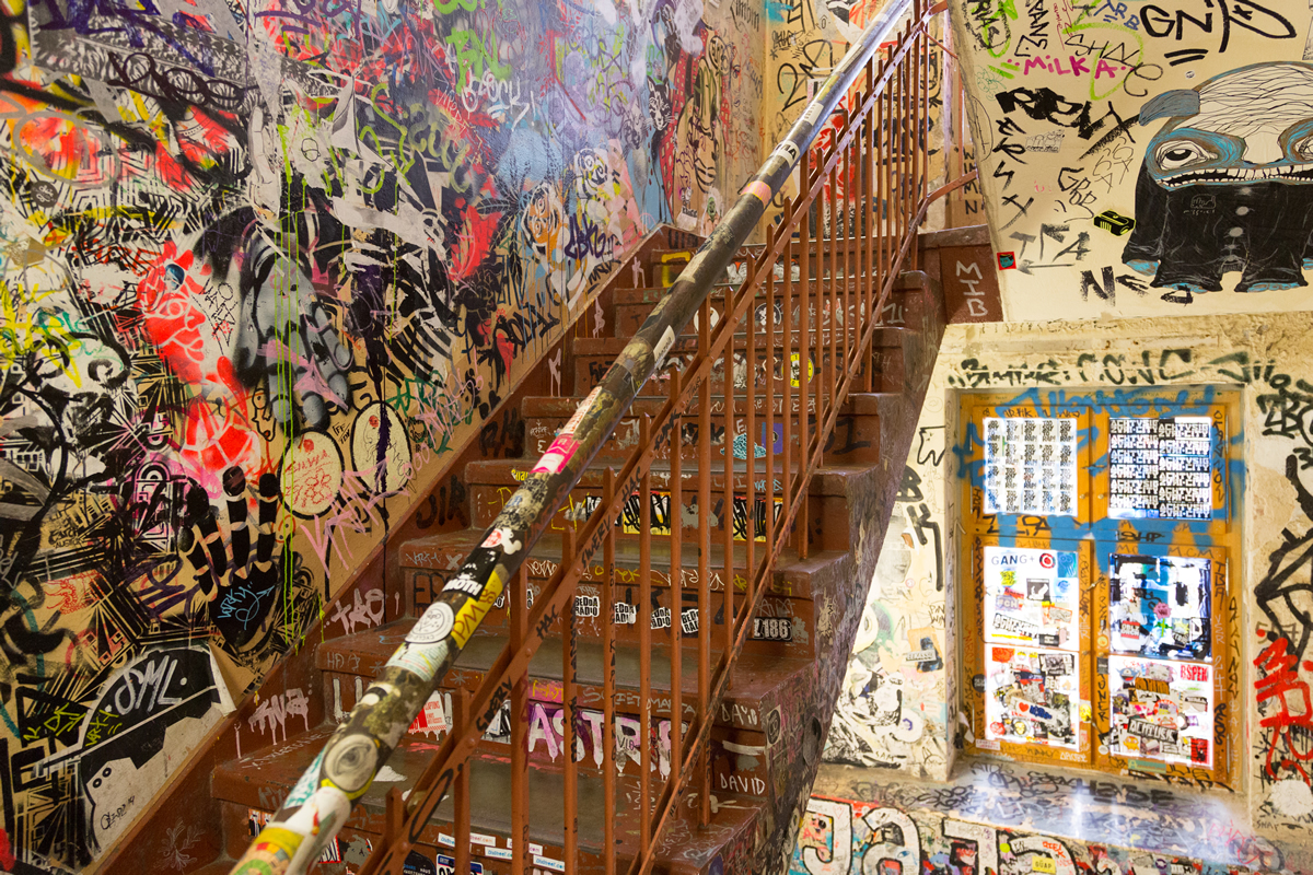 Take a walk with private tour Berlin! This is one of the guided tours you can find in Berlin, the center of alternative culture and the hotel of graffiti. Take the best tour out all tours! Walking with us is the right choice. Follow our blog or find us on facebook