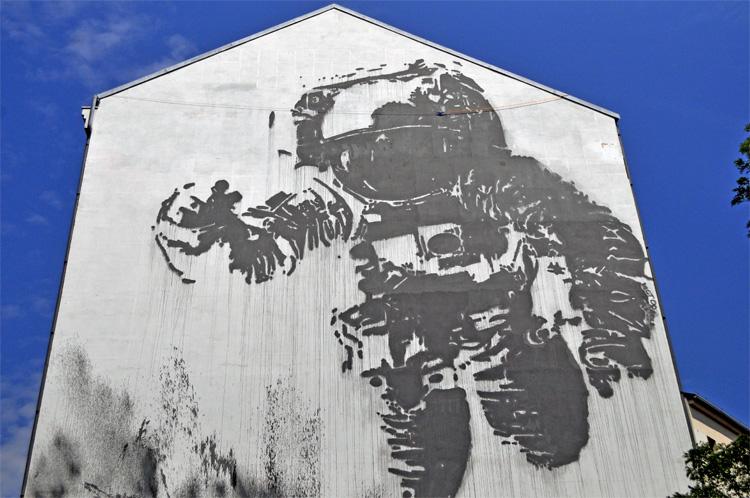 Victor Ash, l'astronaut célèbre mur peint à Berlin