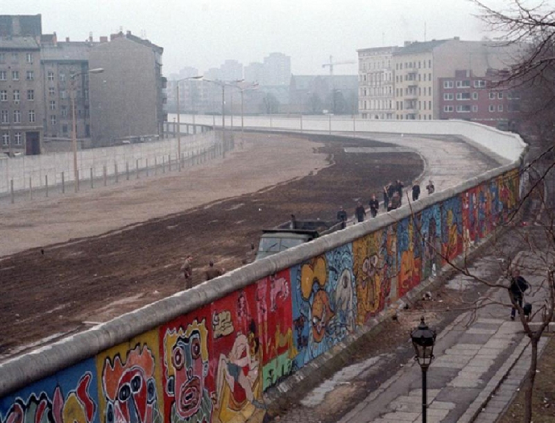 Berlin Wall graffiti on the west side. Image via Wikipedia, new york, artist, streets, work, best, modern, popular, history world  urban  view post germany 1961 walls  way  time